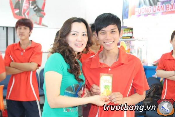 Nhân viên Ice skate mừng Xuân 2014 8