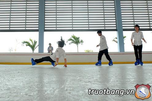 Sân trượt băng nghệ thuật tại trường ĐH FPT Hà Nội 11