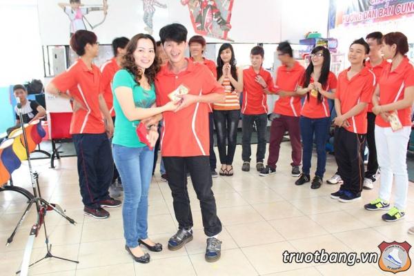 Nhân viên Ice skate mừng Xuân 2014 3
