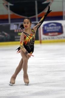 Bé gái gốc Việt Kathy Mai ấn tượng với tài năng trượt băng nghệ thuật 3