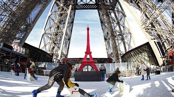 Trượt băng trên tháp Eiffel - Trải nghiệm không nên bỏ lỡ 1