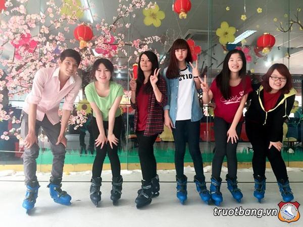 Trượt băng Nhà Văn Hoá Thanh Niên 4